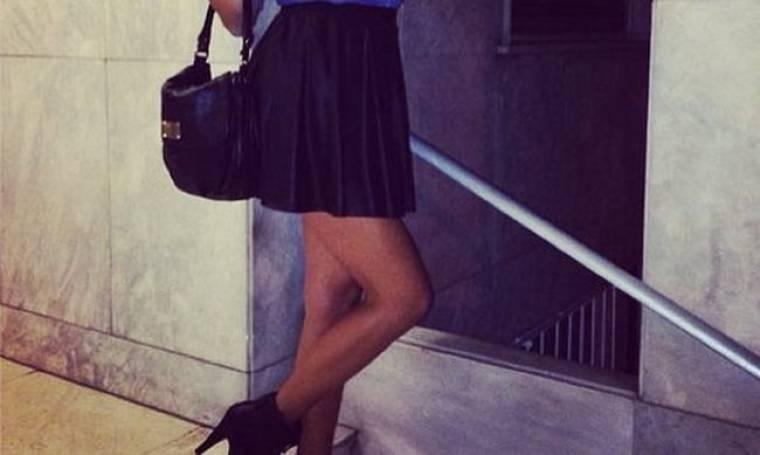 Η σέξι  πόζα γνωστής τραγουδίστριας που τρέλανε τα social media!