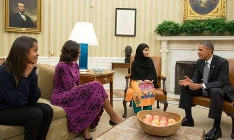 Ο Μπαράκ Ομπάμα συναντά τη Μαλάλα Γιουσαφσάι