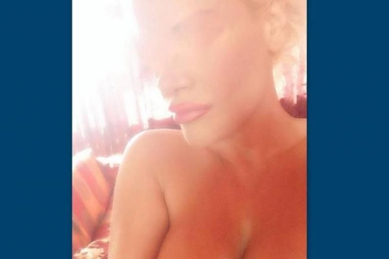 Φωτό: Είναι ξανθιά είναι Ελληνίδα είναι παρουσιάστρια και είναι γυμνή στο Facebook (Nassos blog)