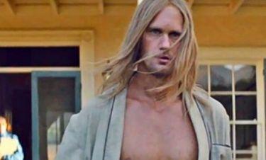 Ο Alexander Skarsgård εμφανίζεται ξανά γυμνός