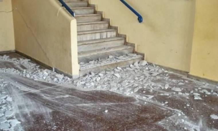 ΕΙΚΟΝΕΣ ΣΟΚ: Έπεσε στέγη σχολείου μόλις σχόλασαν οι μαθητές