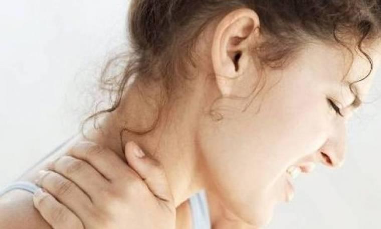 Πόνος στον αυχένα; Ιδού πως θα ανακουφιστείτε άμεσα
