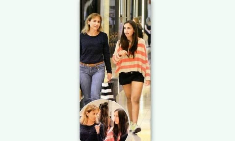 Μάρα Ζαχαρέα: Ψώνια με την κόρη της, Άννα