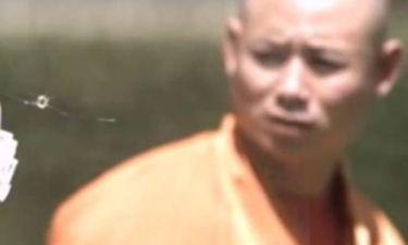 Μοναχός Shaolin περνά βελόνα μέσα από τζάμι (vid)