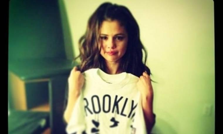 Σε κλάματα ξέσπασε η Selena Gomez επί σκηνής