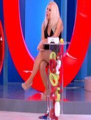 Η σέξι εμφάνιση της Αννίτας Πάνια στην εκπομπή της