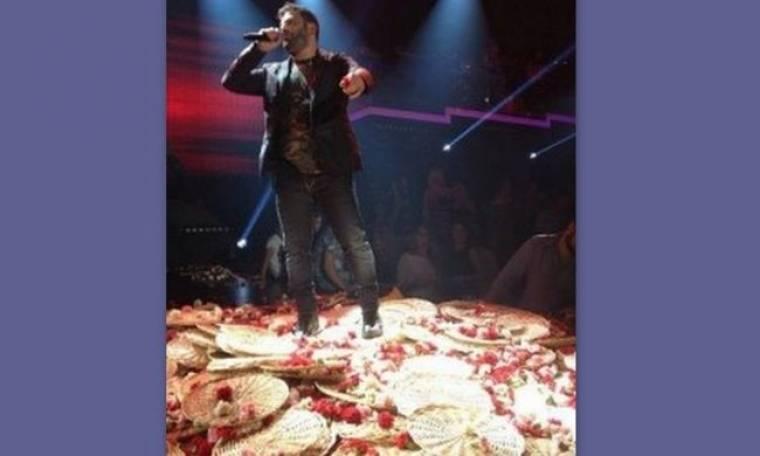Φωτό Παντελής Παντελίδης: Ο πανικός με τα λουλούδια και η αδυναμία του στο ξανθό… (Nassos blog)