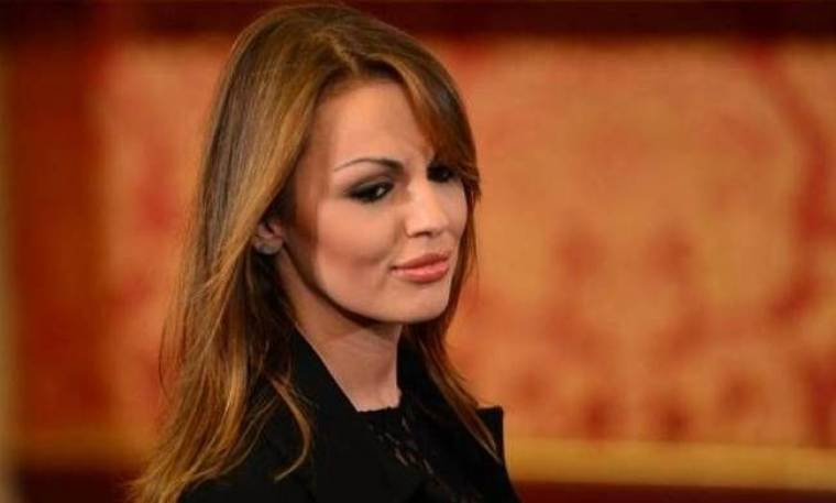 «Hot» αποκαλύψεις: Η αρραβωνιαστικιά του Μπερλουσκόνι είναι λεσβία!