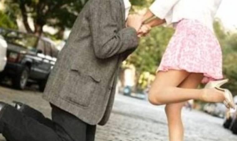 5 σημάδια που δείχνουν ότι σκοπεύει να σας κάνει πρόταση γάμου!