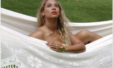 Beyonce: Γυμνή σε μια αιώρα!