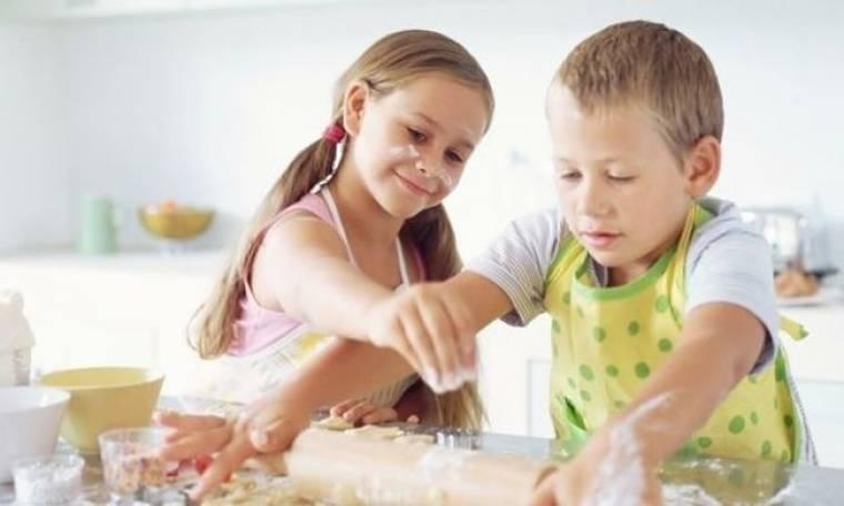 4 + 1 οδηγίες για να πείσετε τα παιδιά να μπουν στην κουζίνα!