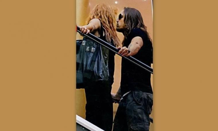 Φιλιά σε εμπορικό κέντρο