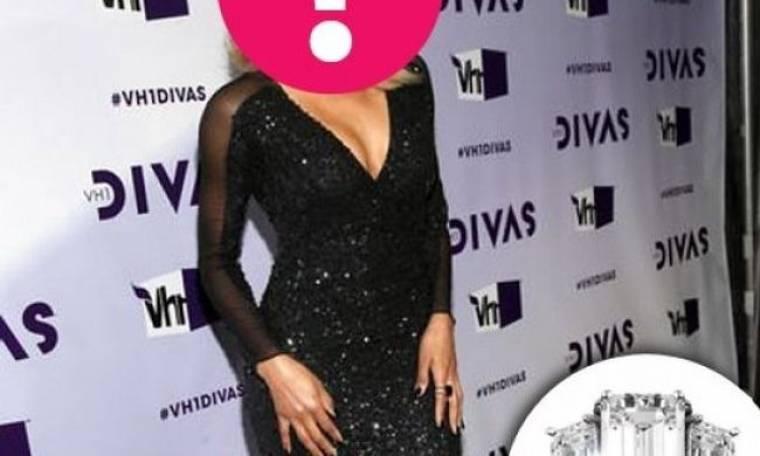 Ποια star αρραβωνιάστηκε με αυτό το μονόπετρο αξίας 500.000 δολαρίων; (και όχι, δεν ανήκει στην Kim Kardashian)