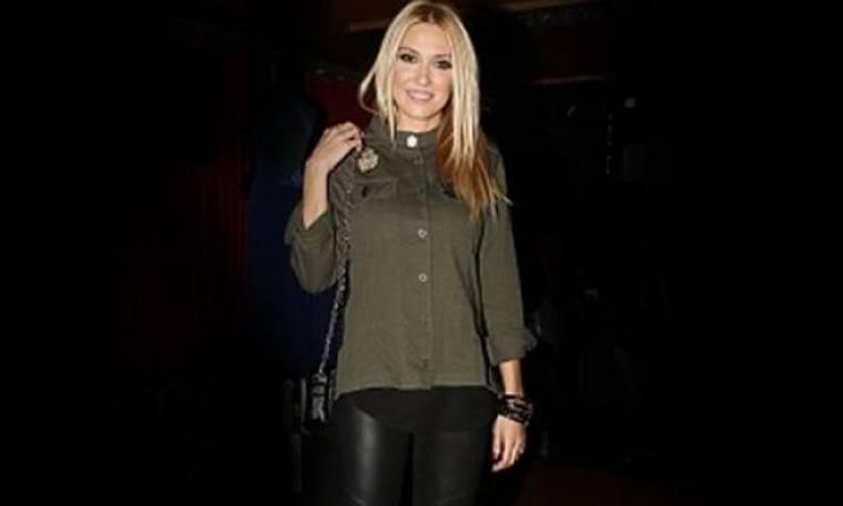 Έλενα Παπαβασιλείου: Αντιγράψτε το cool outfit της!