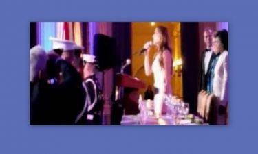 Δείτε την Καλομοίρα να τραγουδάει τον Εθνικό Ύμνο
