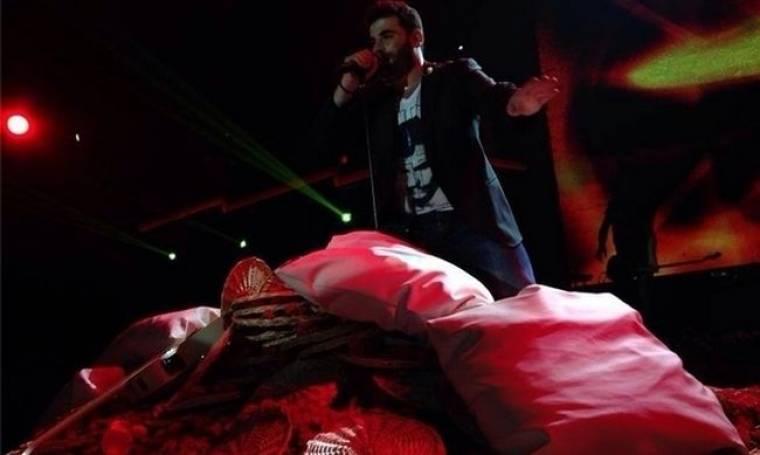 Φωτό Παντελής Παντελίδης: Του πέταξαν μαξιλάρια στην πίστα!!! (Nassos blog)