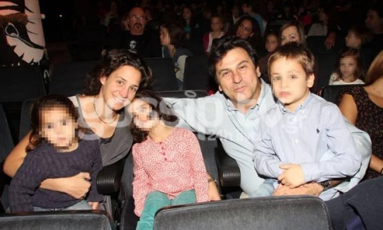 Κώστας Αποστολίδης- Άννα Αγγελοπούλου: Με τα παιδιά τους στο θέατρο