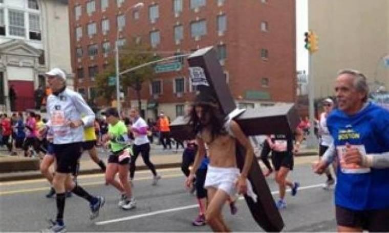 Απίστευτο: «Ιησούς» εθεάθη στον Μαραθώνιο της Νέας Υόρκης