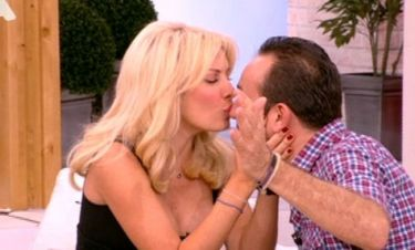 Το τρυφερό φιλί της Ελένης στον Σωτήρη Καλυβάτση!