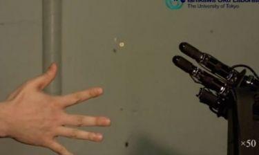 Ιαπωνικό ρομπότ κερδίζει πάντα στο παιδικό παιχνίδι Πέτρα-Μολύβι-Ψαλίδι-Χαρτί (βίντεο)