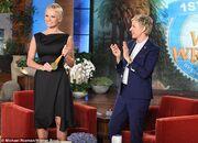 Και όμως είναι αλήθεια: Η Pamela Anderson αποχωρίστηκε οριστικά τις μπούκλες αλά Barbie!