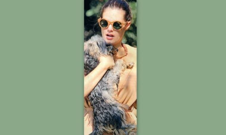 Μαρία Κορινθίου: Αγκαλιά με τα σκυλάκια της!
