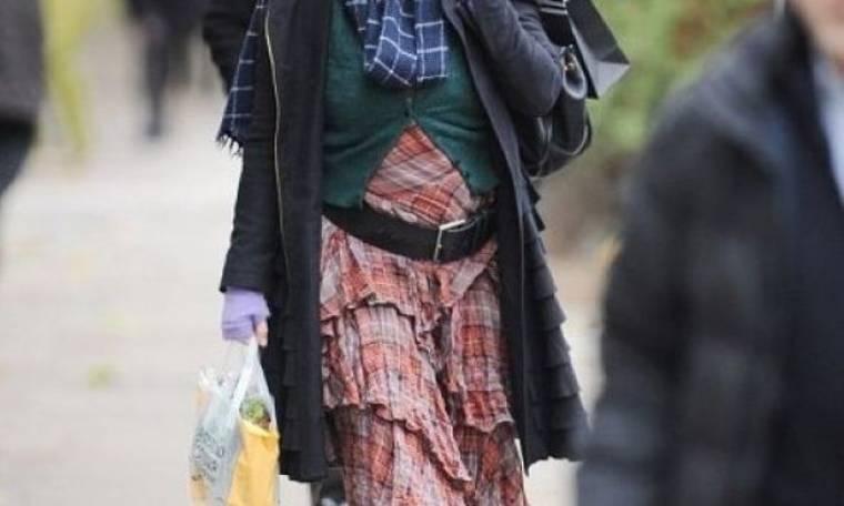 Ποια star κυκλοφορεί φορώντας... όλη της τη γκαρνταρόμπα;