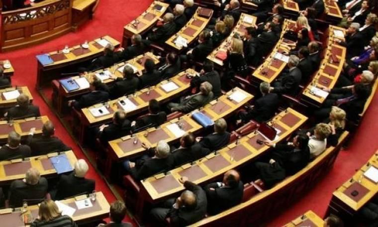 Reuters: Με νέα μέτρα λιτότητας πέφτει η κυβέρνηση