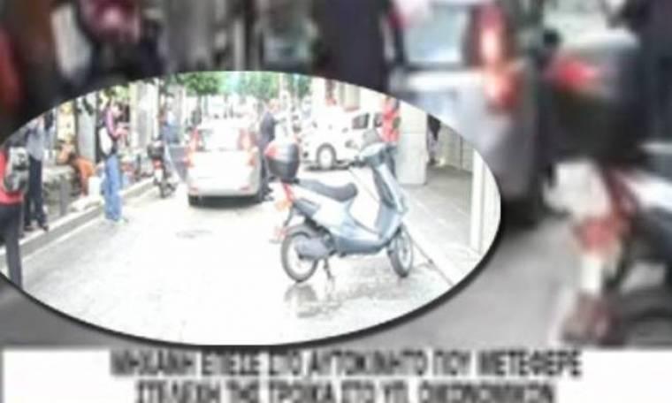 Τροχαίο μηχανής με αυτοκίνητο που μετέφερε στελέχη της τρόικας (vid)