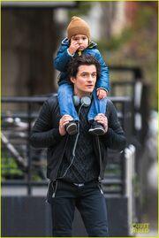 H Miranda Kerr στην Ιαπωνία και ο Orlando Bloom με τον γιο και τον παππού στη Νέα Υόρκη