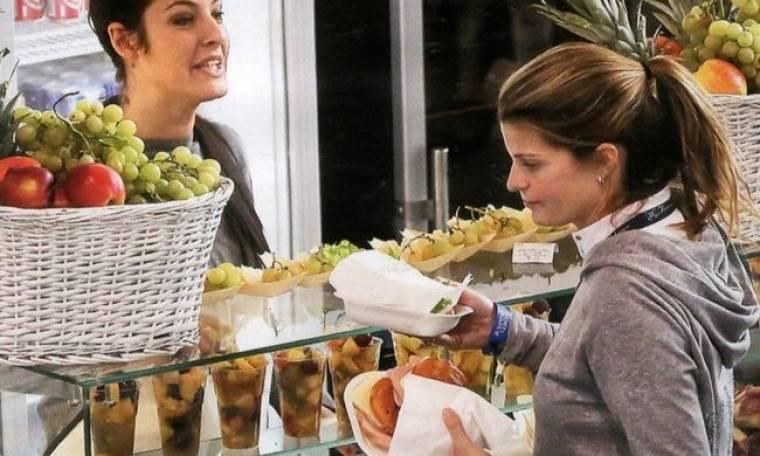Μετά τα φιλιά «πλακώθηκαν» στα σάντουιτς!