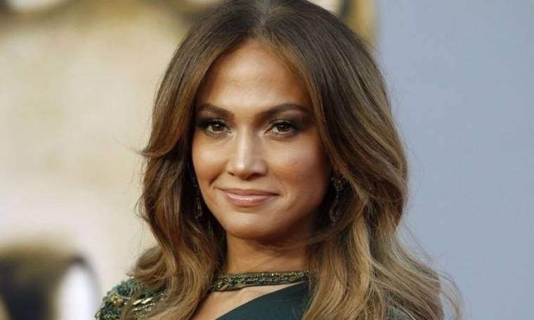 Έξαλλη η Jennifer Lopez: «Δεν έχω κάνει πλαστικές»