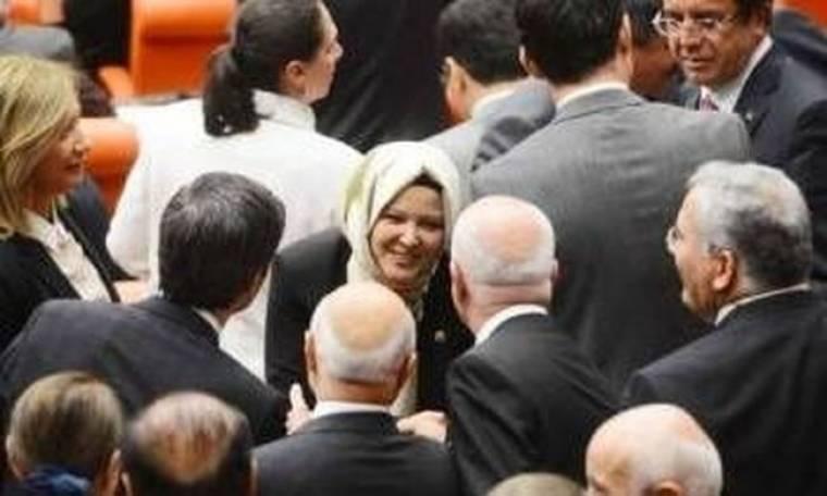 Οι Τουρκάλες βουλευτίνες θα μπορούν να φορούν παντελόνια!