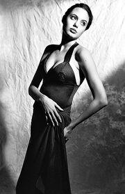 Ανέκδοτες φωτογραφίες της 16χρονης Angelina Jolie όταν δούλευε ως μοντέλο!