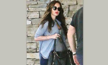 Με φουσκωμένη κοιλίτσα στον 5ο μήνα της εγκυμοσύνης της η Megan Fox!