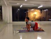 Η Ρούλα Κορομηλά «λιώνει» στη hot yoga (Φωτό)