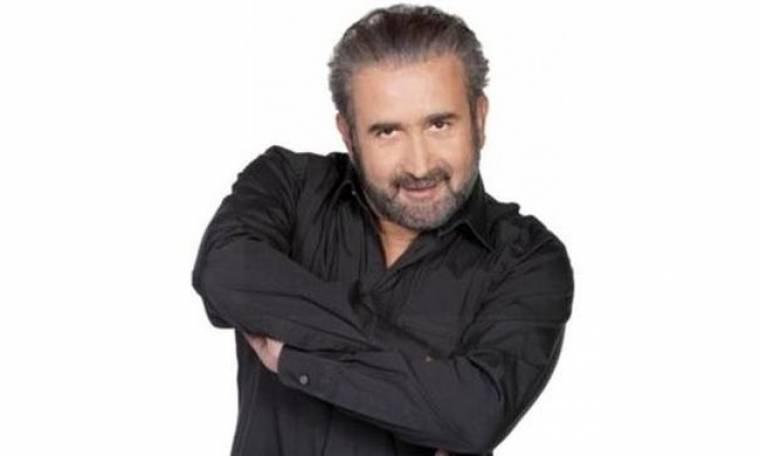 Λάκης Λαζόπουλος: «Η κρίση δεν γεννά τίποτα δημιουργικό, εκτός αν θεωρείται δημιουργικό ότι φεύγουν έξω τα νέα παιδιά»