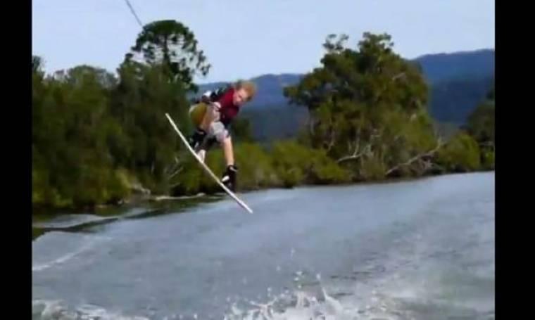Θαλάσσιο σκι από 10χρονο επαγγελματία (βίντεο)
