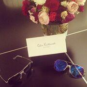 Δυο ζευγάρια γυαλιά και ένα μπουκέτο τριαντάφυλλα για την Κωνσταντίνα Σπυροπούλου