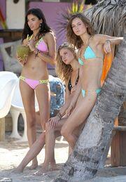 Οι άγγελοι της Victoria's Secret βγήκαν και στην παραλία!
