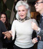 Δείτε πώς είναι σήμερα η πρώτη κινηματογραφική cat woman που είναι 80 χρονών!