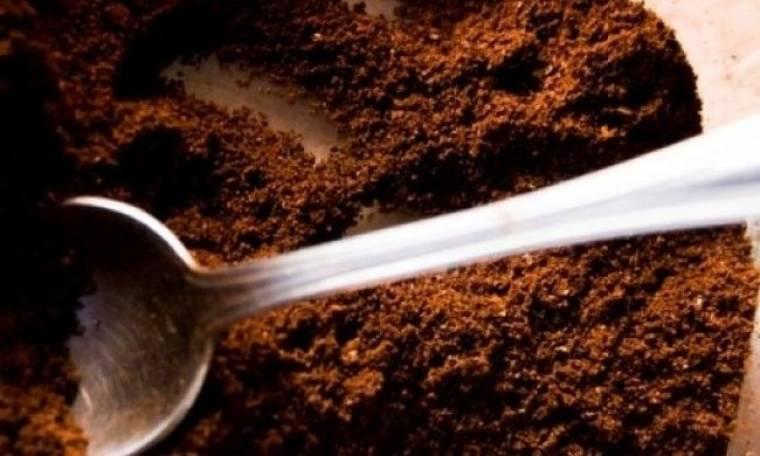 Φτιάξτε λίπασμα για τα φυτά σας από χρησιμοποιημένους κόκκους καφέ
