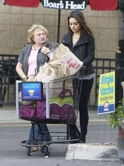 Η Mila Kunis είναι και … νοικοκυρά