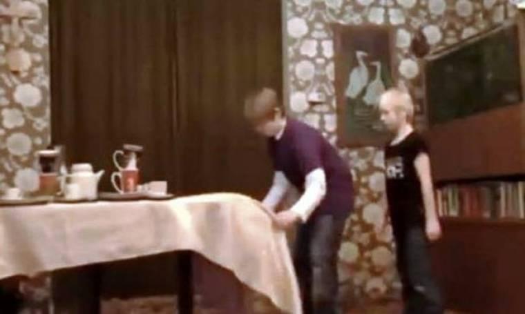 Επικό fail βίντεο: Το κόλπο με το τραπεζομάντηλο!