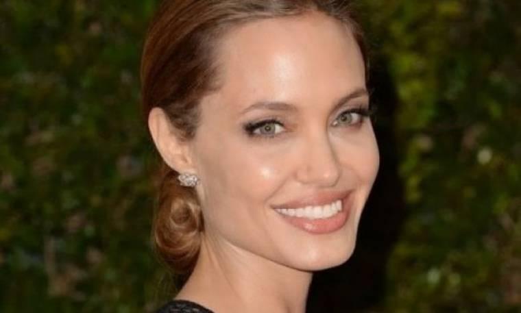 Αngelina Jolie: Γιατί είναι έξαλλη με τη Sandra Bullock;