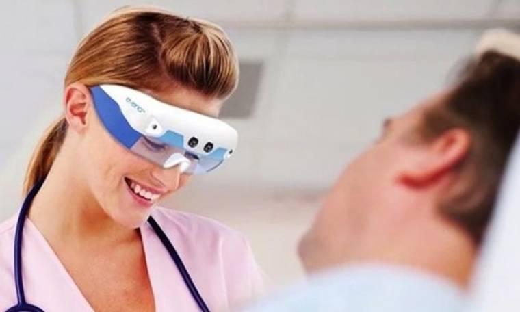 """Κατασκεύασαν γυαλιά που """"βλέπουν"""" κάτω από το δέρμα"""