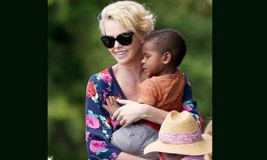 Charlize Theron: Δεν έχει μάτια για άλλον άντρα!