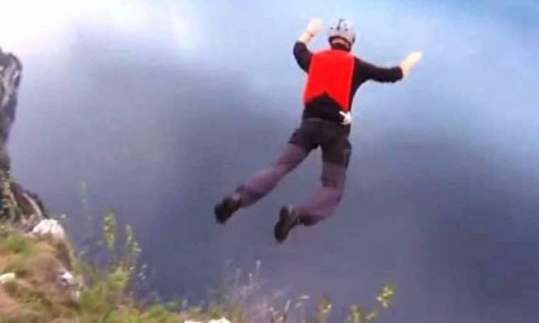 Έκανε ελεύθερη πτώση και γλύτωσε από του «χάρου τα δόντια»! (βίντεο)