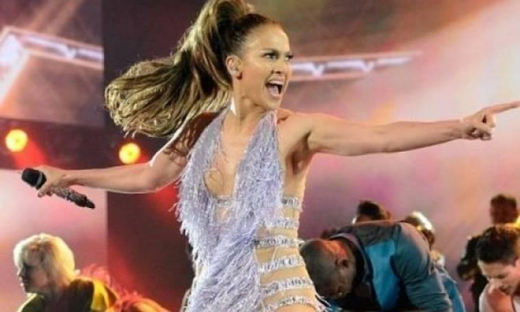 Αυτή η γυναίκα δε θα μεγαλώσει ποτέ: Δείτε τη J.Lo άβαφη, να γυμνάζεται στην εξοχή