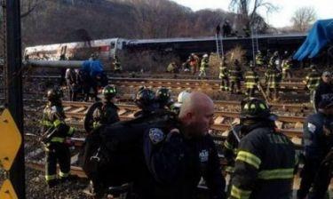 Δραματικές ώρες: Πυροσβέστες σπάνε τα παράθυρα του τρένου (vid)